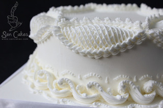 Royal-icing-piping-on-cake